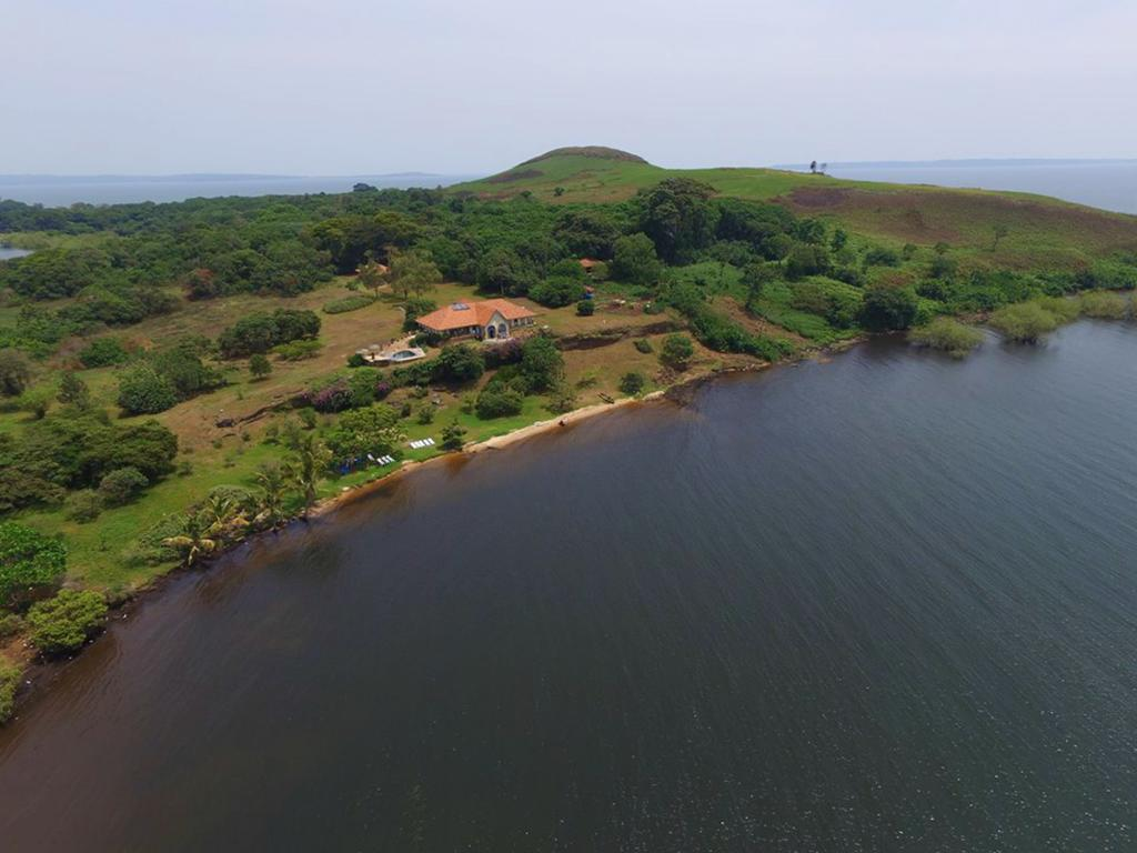 Uganda's Top 5 Wedding Locations for the Rebellious